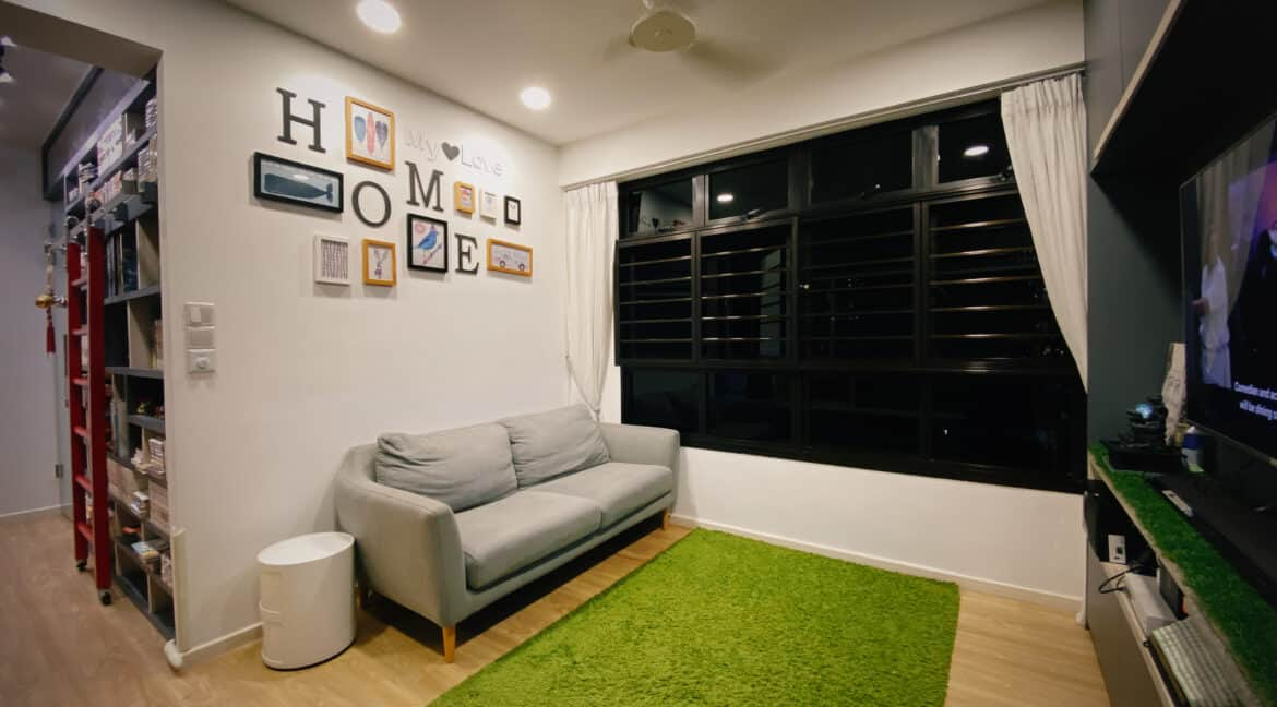 Hdb 4 rm flat at 208a Clementi Ave 6 for sale